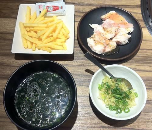 カルビ大将 ワカメスープ&ポテトフライ&豚ホルモン&旨ネギ.JPG