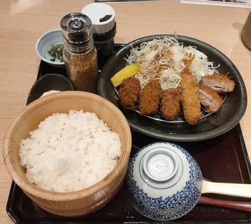 おひつごはん 四六時中 牡蠣海老ひれかつ定食.jpg