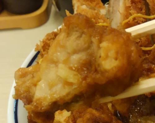 かつや 生姜からあげだれのチキンカツ丼 からあげ.JPG