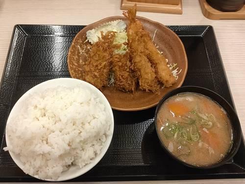 かつや 秋の海鮮フライ定食.jpg