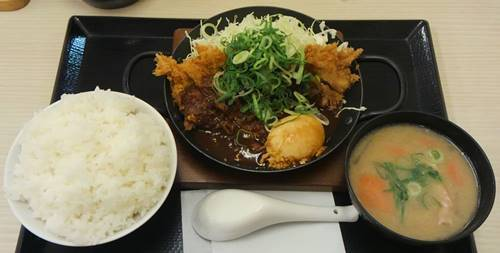 かつや 青ねぎ味噌チキンカツ鍋定食.JPG
