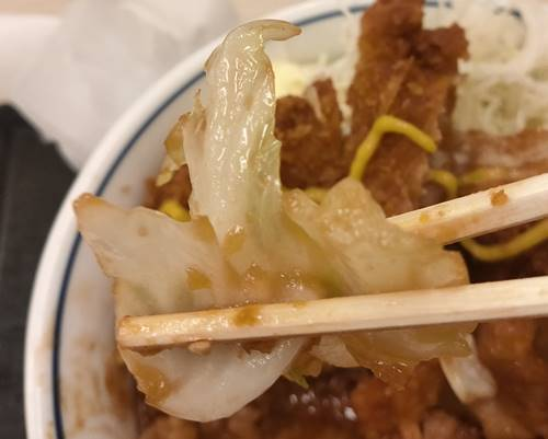 かつや 鶏ちゃん焼きチキンカツ丼 キャベツ.jpg