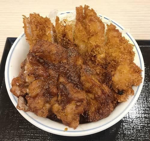 かつや 黒胡椒から揚げとチキンカツの合い盛り丼.jpg