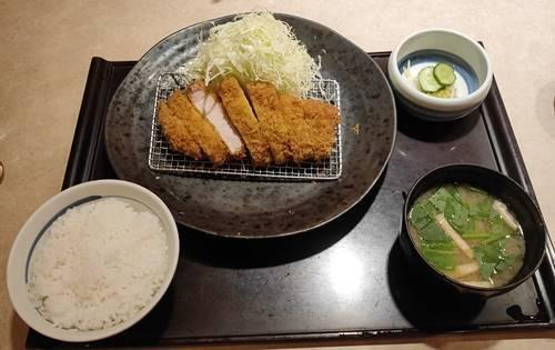 かつ丸 ロースかつ定食(中).jpg