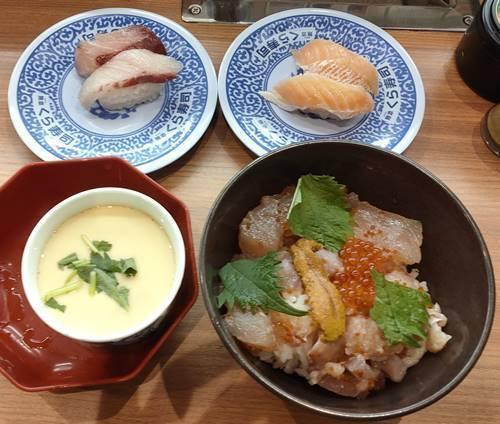 くら寿司 感動のくらランチ 旬の海鮮丼&茶碗蒸し&はまち&とろサーモン.jpg