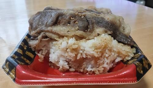 すたみな太郎 超盛牛カルビ焼肉弁当 超盛ご飯.jpg