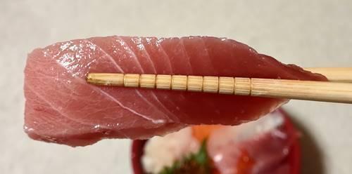 はま寿司 7種の海鮮丼 中とろ.jpg