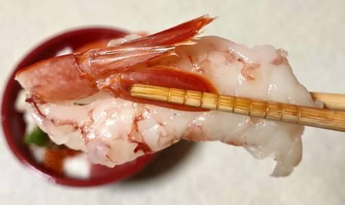 はま寿司 7種の海鮮丼 赤えび.jpg