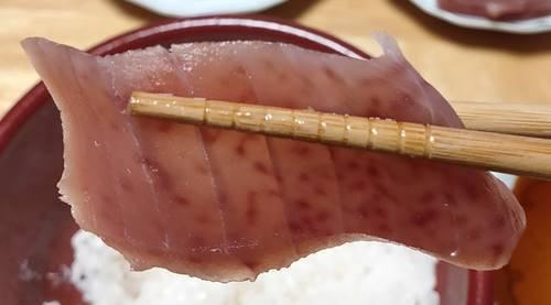 はま寿司 特上5種の海鮮丼 まぐろ.jpg