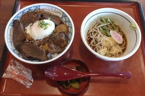 まるまつ 煮込み牛タン丼とミニそばランチ.jpg