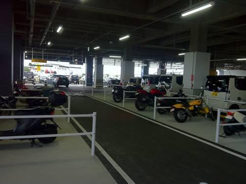 イオンモールいわき小名浜 バイク置き場.JPG