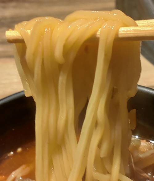 カルビ大将 ユッケジャンラーメン 麺.jpg