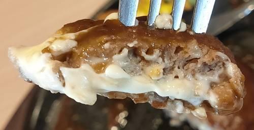 ガスト チーズINハンバーグ 断面.jpg