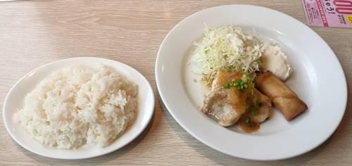 デニーズ 日替わりランチ 和風チキンステーキと春巻き.jpg
