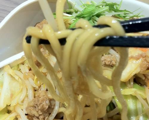 リンガーハッット まぜ辛めん 麺.JPG