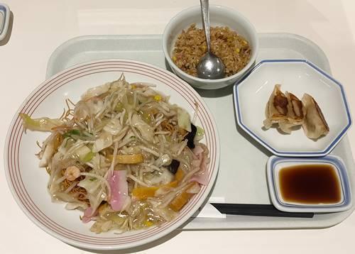 リンガーハット  皿うどん&半チャーハン&餃子.jpg