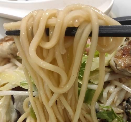 リンガーハット かきちゃんぽん 麺.jpg