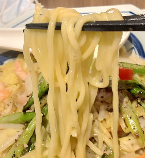 リンガーハット とくちゃんぽんグリーンアスパラ 麺.jpg