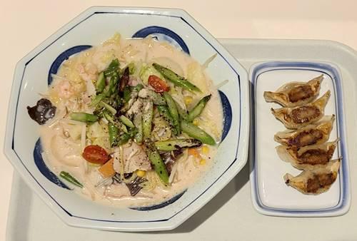 リンガーハット とくちゃんぽんグリーンアスパラ&餃子.jpg