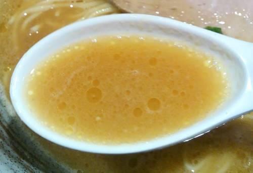中華そば 風 醤油鶏白湯ラーメン スープ.JPG