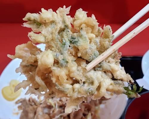 中華のんき バラ肉のにんにく焼肉定食 春菊.jpg