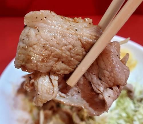 中華のんき バラ肉のにんにく焼肉定食 肉.jpg