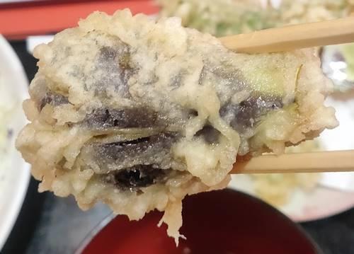 中華のんき 味噌バラ焼肉定食 茄子の天麩羅.jpg