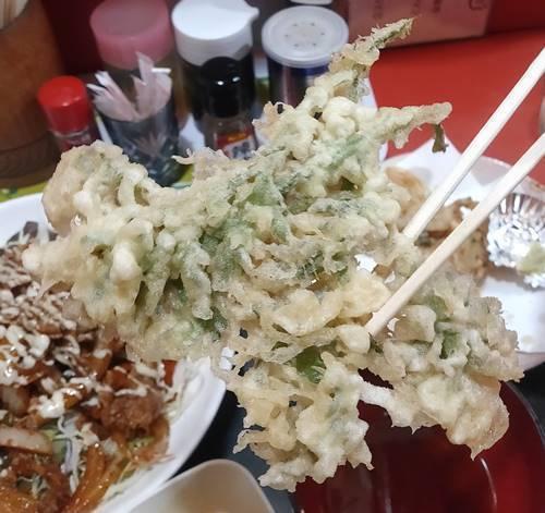 中華のんき 味噌バラ焼肉定食 青菜の天麩羅.jpg