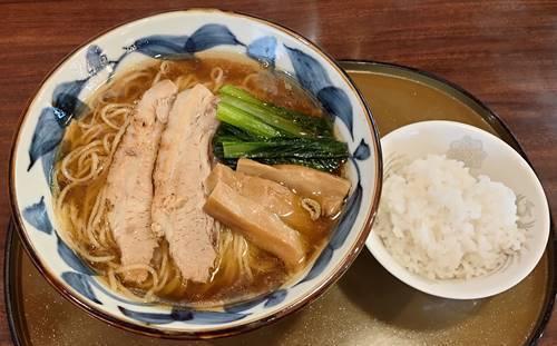 中華麺食房 三宝亭 煮干し醤油らーめん&半ライス.jpg