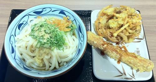 丸亀製麺 ぶっかけうどん&野菜かき揚げ&ちくわ天.JPG