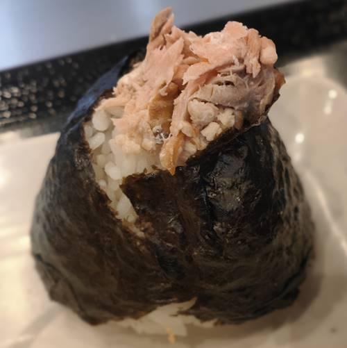 丸亀製麺 鮭おむすび.jpg