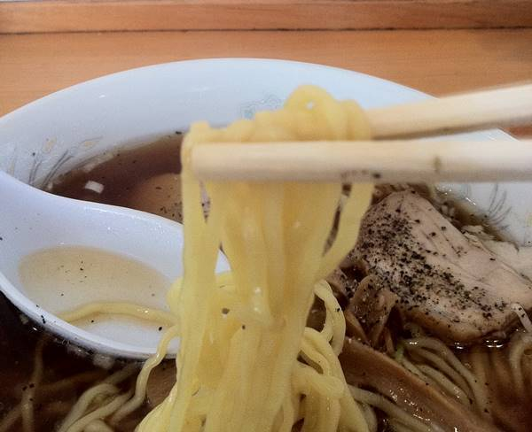 丸仙食堂 ラーメンの麺.JPG