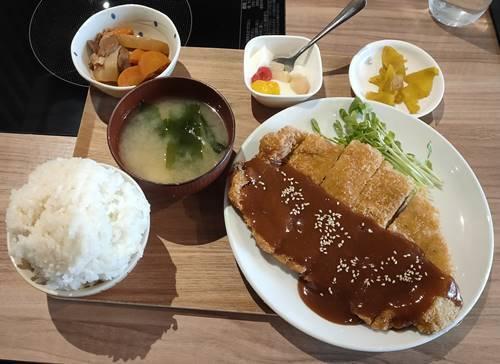北海しゃぶしゃぶ チキンカツ定食.jpg