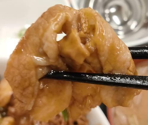 吉野家 スタミナ超特盛丼 豚肉.jpg