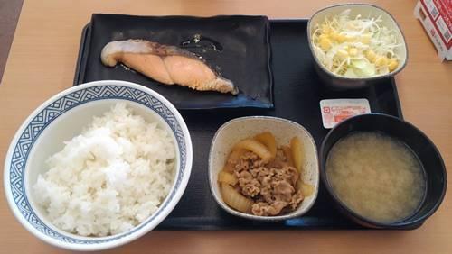 吉野家 一汁三菜  焼魚牛小鉢定食.JPG