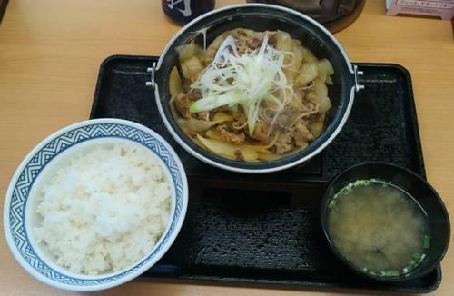 吉野家 牛の鍋焼き定食.JPG