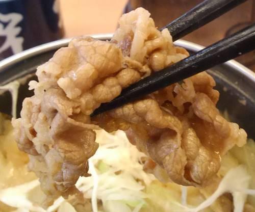 吉野家 牛の鍋焼き定食 牛肉.JPG