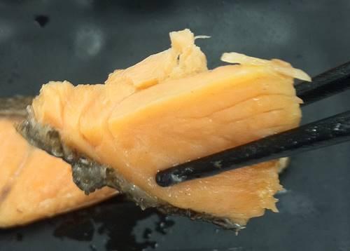 吉野家 豚鮭定食 鮭.JPG