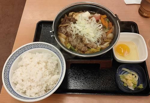 吉野家 黒毛和牛すき鍋膳.jpg