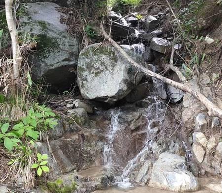 四時川渓谷 崖崩れ.jpg