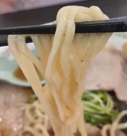 天空 チャーシューメン 麺.jpg