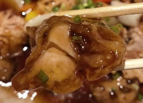 寧々家 鶏の黒酢あんかけ御膳 鶏肉.jpg