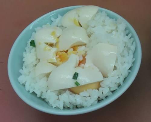 山岡家 半ライス 味付き卵.JPG