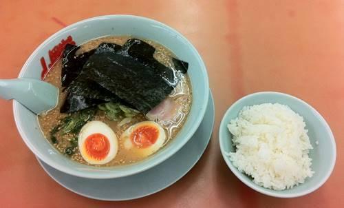山岡家 味噌ラーメン&半ライス.JPG