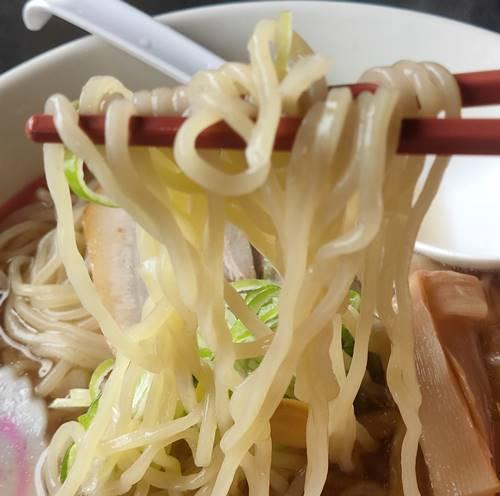 幸楽苑 しじみエキス入り醤油らーめん 麺.jpg