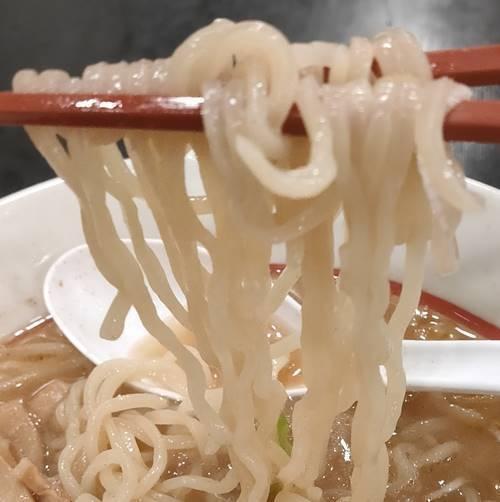 幸楽苑 ローストビーフ入り味噌らーめん 麺.jpg