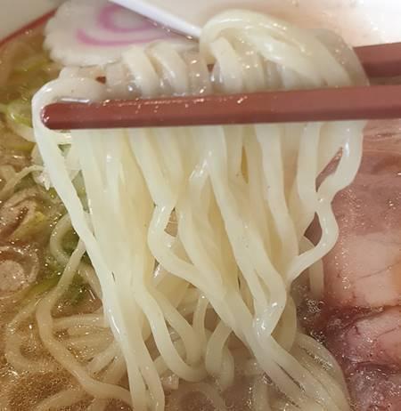 幸楽苑 ローストビーフ入り塩らーめん 麺.jpg