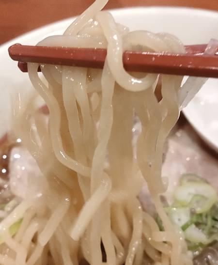 幸楽苑 三元豚チャーシューめん 麺.jpg