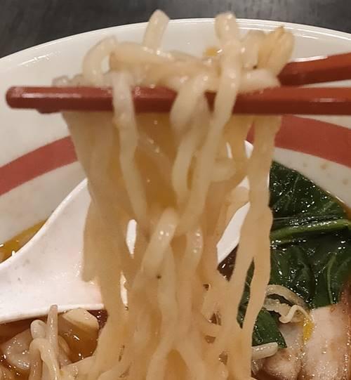 幸楽苑 激辛味噌らーめん 麺.jpg