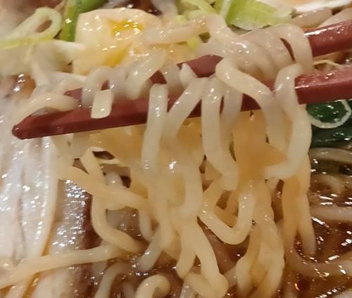 幸楽苑 激辛醤油らーめん 麺.jpg